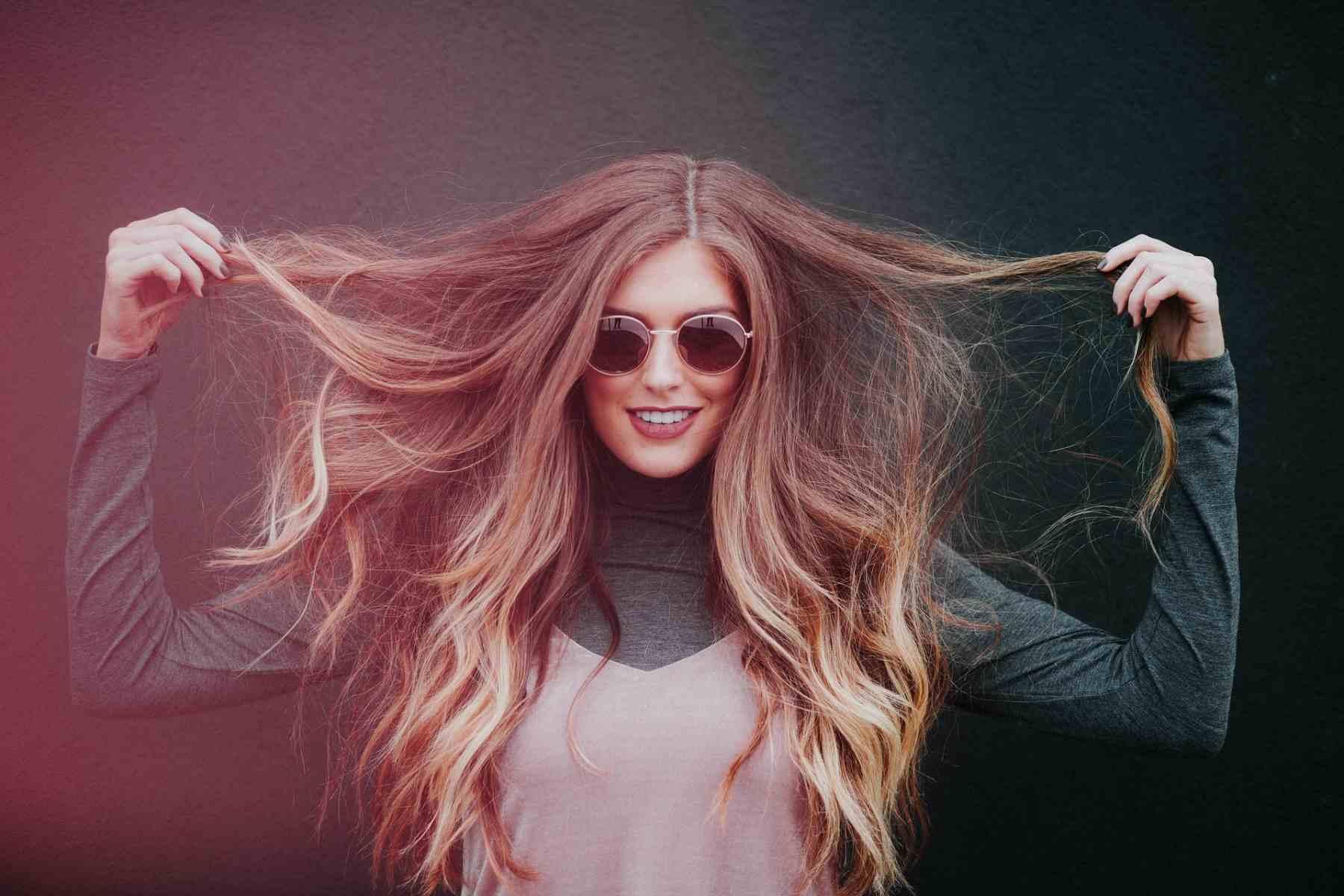 Haar-Transplantation bei Frauen | Frau mit vollem Haar